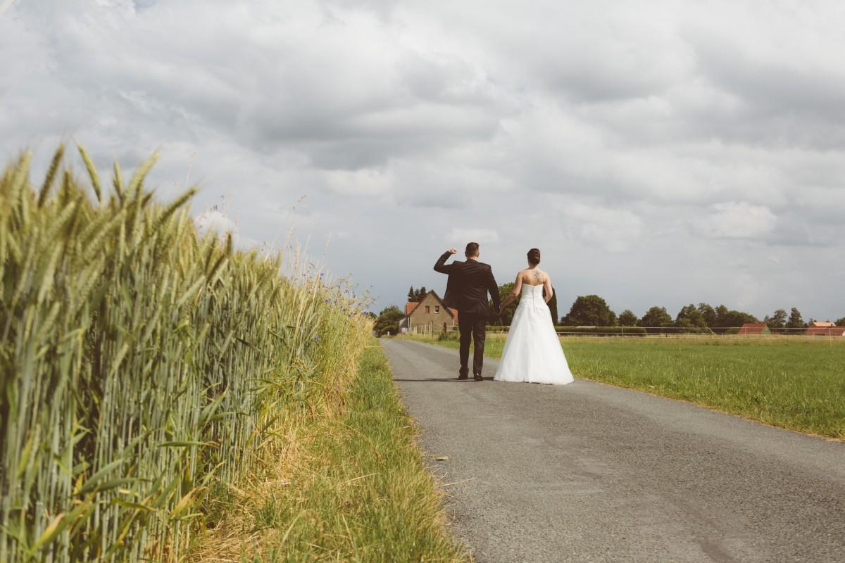 Hochzeit, Steinhagen, Vanessa, Sascha, warm, Kirche, Fotoshooting, Wedding Day, Bielefeld, Bahnübergang, Brautstrauß